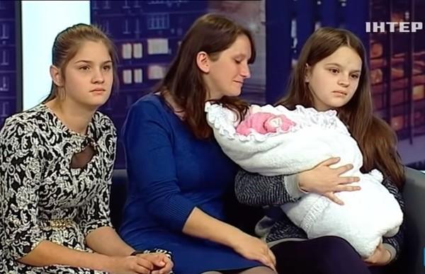 Телеканал ждут внеплановые проверки из-за программы со школьницей