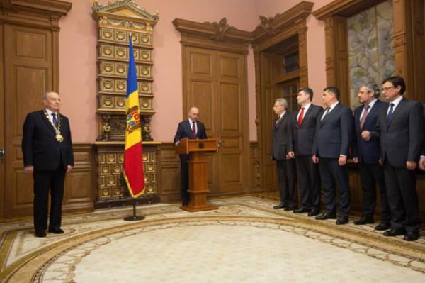 Правительство присягнуло президенту Молдовы