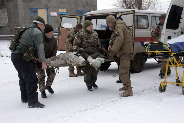 Порошенко пожаловались навывоз раненых наразбитых вхлам «Жигулях»
