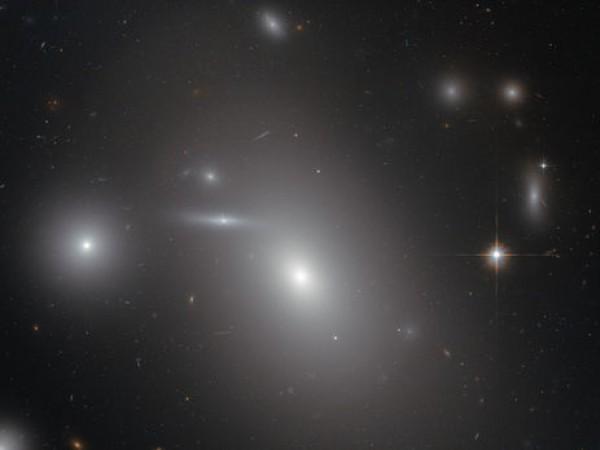 Самая массивная черная дыра находится от нас на расстоянии 335 млн световых лет