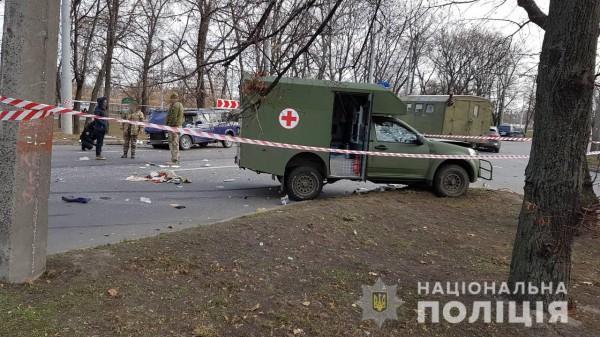 В результате аварии трое людей направлены в больницу