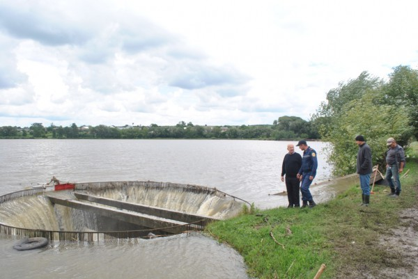 В Кицманском районе повреждены дамбы восьми искусственных прудов