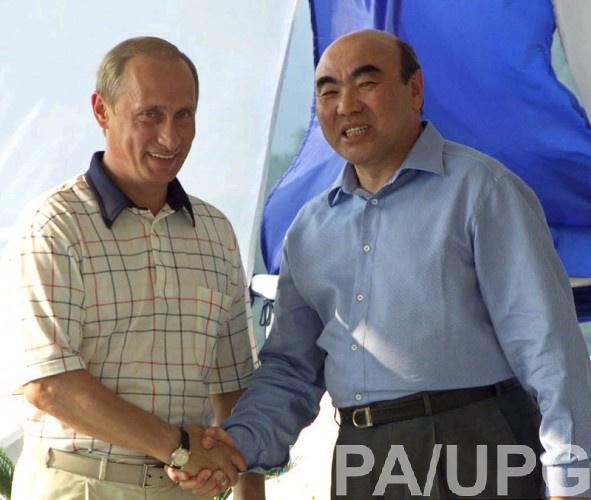 Аскар Акаев бежал в Россию и так и не вернулся на родину
