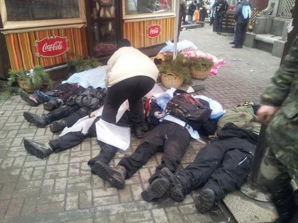 Погибшие лежат возле отеля Козацкий