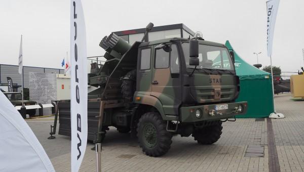 Система сочетает в себе воздушные ракеты калибра 80 мм с наземной пусковой установкой