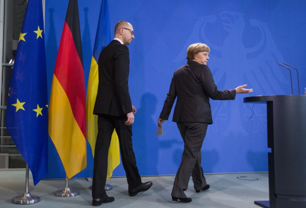Меркель и Яценюк обговорили ситуацию в Украине