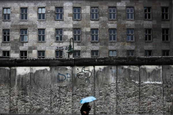 Жители Германии отнеслись к падению стены очень по-разному