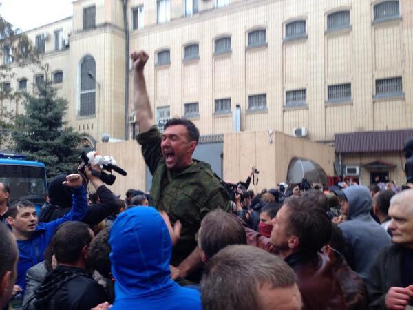 Милиция выпускает активистов, задержанных 2 мая