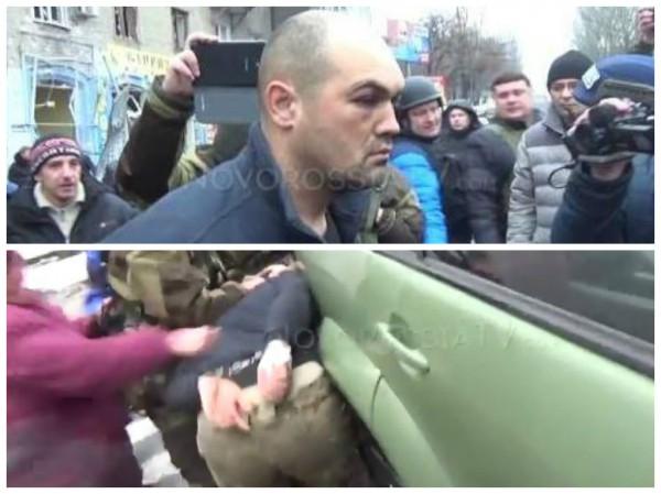 Жители Донецка оскорбляют пленного украинского военного