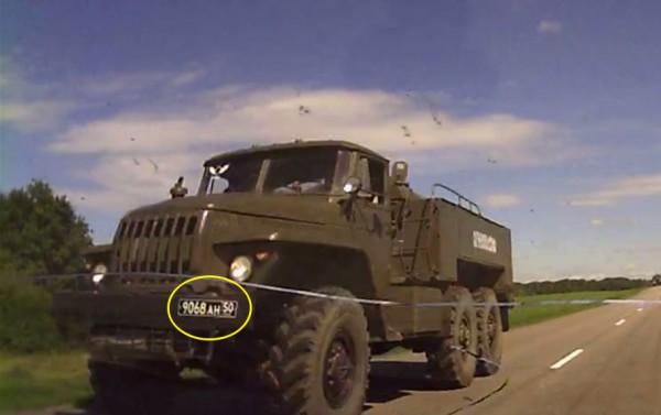 Грузовик в конвое, едущем на Алексеевку 24 июня