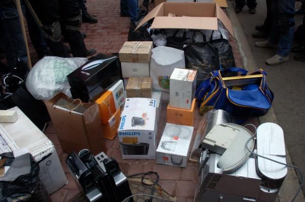 Харьковчане задержали машину с вещами Добкина