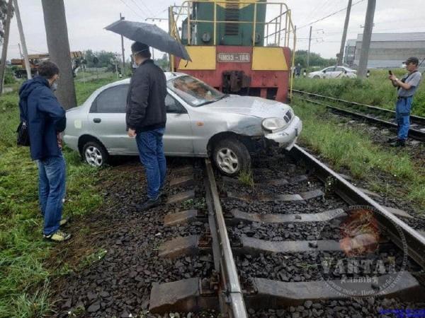 Поезд столкнулся с авто