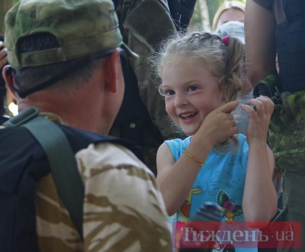 Дети подарили бойцам батальона Киев-2 обереги