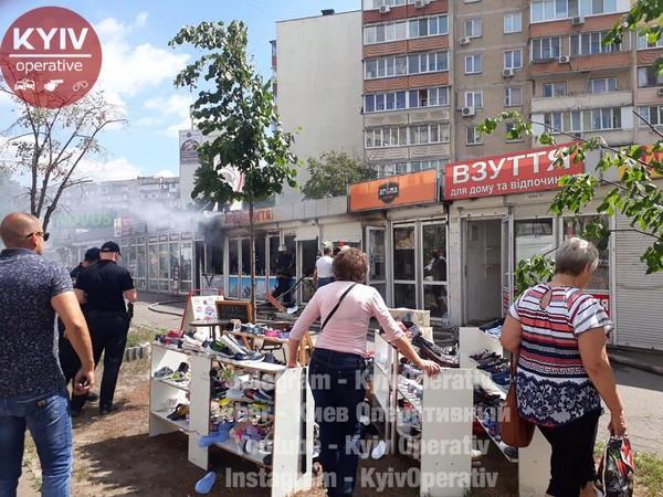 Загорелись МАФы на улице Декабристов, 5