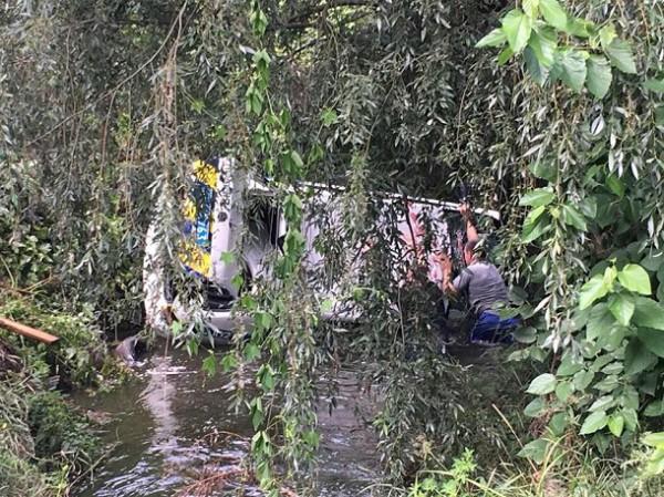 Автомобиль помогли достать местные жители