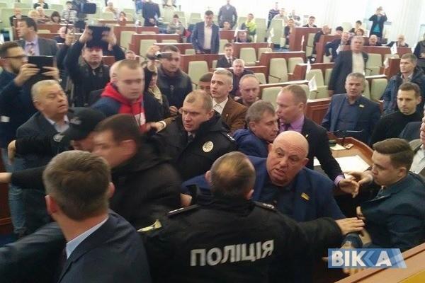 Полиция вмешалась в конфликт между депутатами