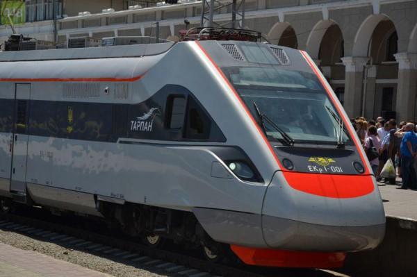 Тарпан vs Hyundai: какой поезд мощнее (инфографика)