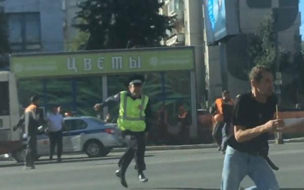 Житель россии устроил драку накрыше автобуса