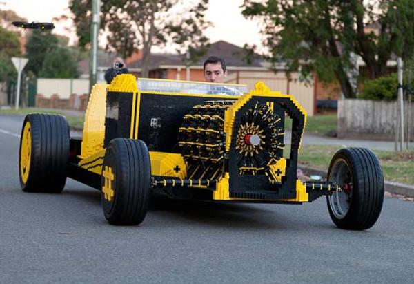Автомобиль из Лего