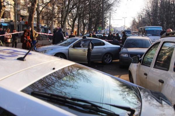 Полицейские стреляли даже рядом с площадкой, где играли дети