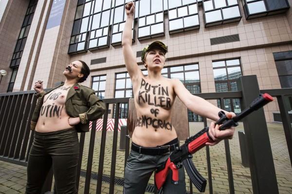 Femen призывает глав Евросоюза «не поддаваться на газовый шантаж кремлевского карлика»