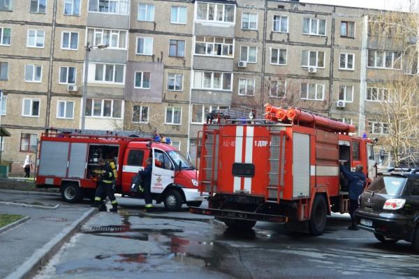 Соседи пытались потушить возгорание своими силами