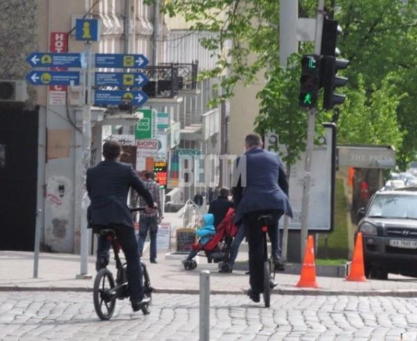 Кличко по дороге на работу упал с велосипеда