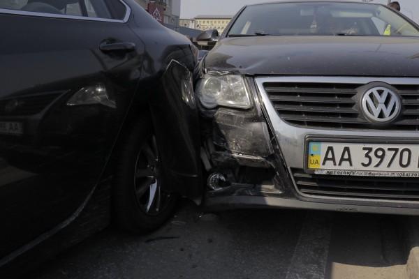 Авто получили средние повреждения