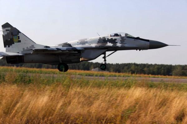 Врамках военных учений натрассе «Одесса-Киев» приземлились истребители