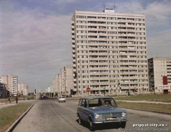 Одна из 16-этажек города