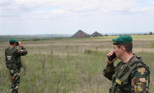 Пограничников обстреляли боевики