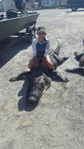 Женщина утверждает, что убивает рептилий не для забавы, а ради мяса