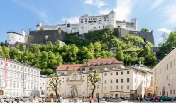 Хоэнзальцбург  — одна из крупнейших целиком сохранившихся средневековых крепостей Европы