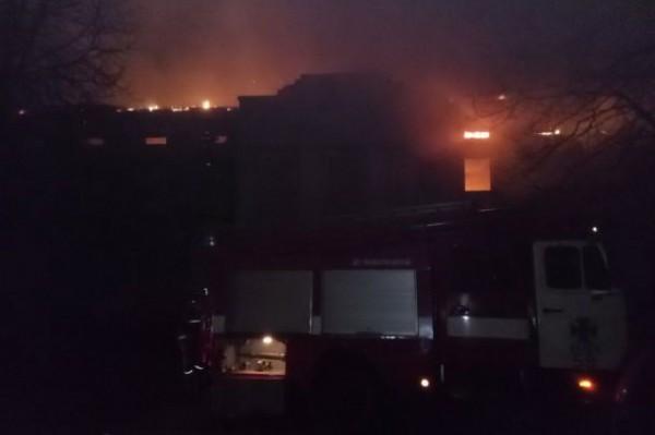 Пожарные тушили возгорание целый день, однако спасти усадьбу не удалось