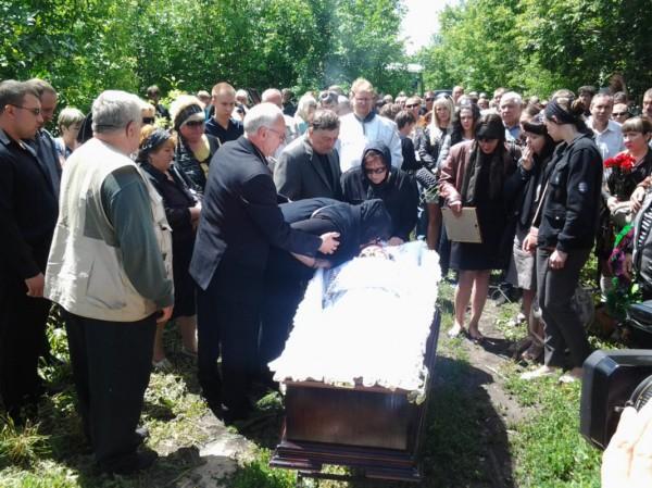 19 июня в Балашове (Саратовская область) прошла траурная церемония прощания с Игорем Ефимовым, погибшем в Украине, в боях под Луганском.