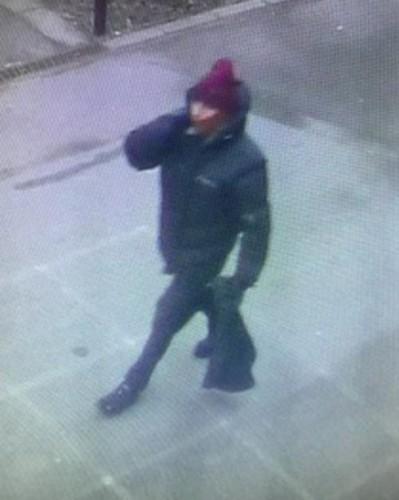 Подозреваемый в нападениях. Фото с камер наблюдения