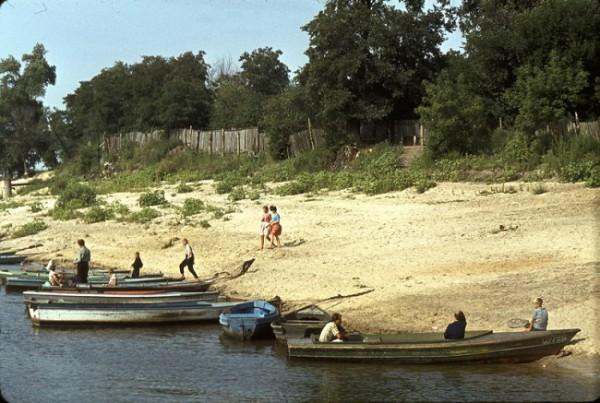 1964. Лодки на берегу Труханова острова