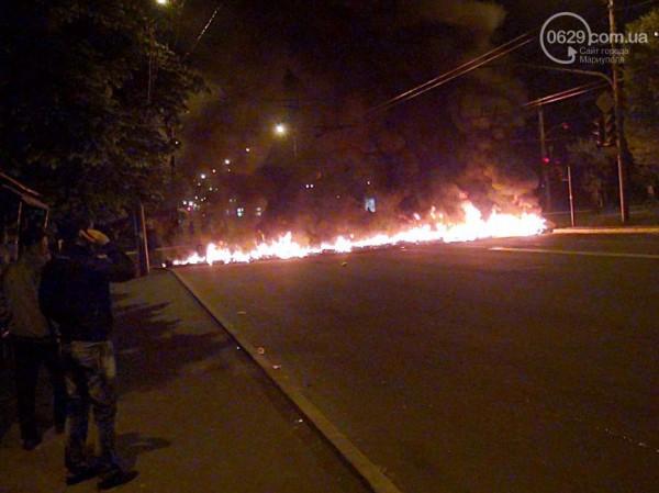 В Мариуполе ночью жгли шины
