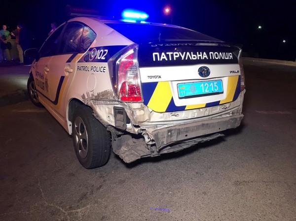 У авто полиции отбило задний бампер