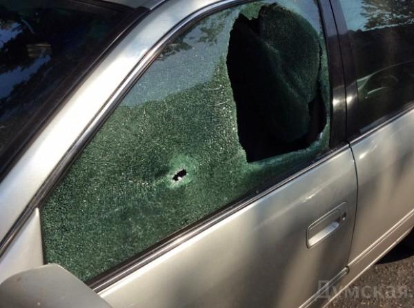 Неизвестные обстреляли машину