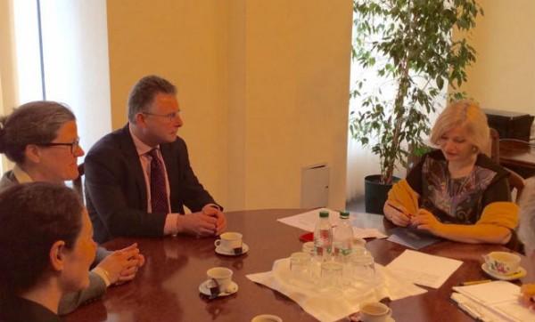 Мины остаются главной проблемой на Донбассе, считает Геращенко