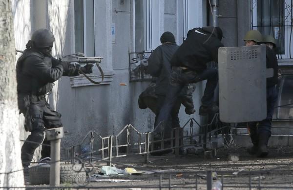 Беркутовцы имели гранаты с опасным газом