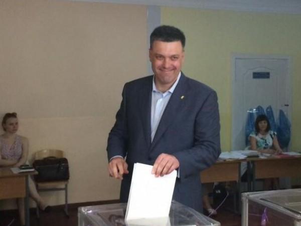 Выборы 2014: Олег Тягнибок проголосовал