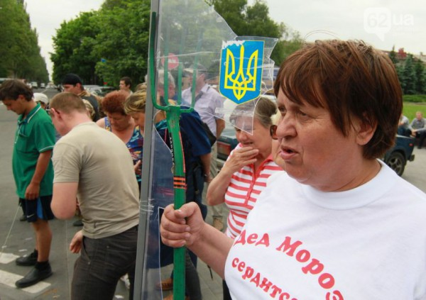 Сторонники ДНР уничтожают урны