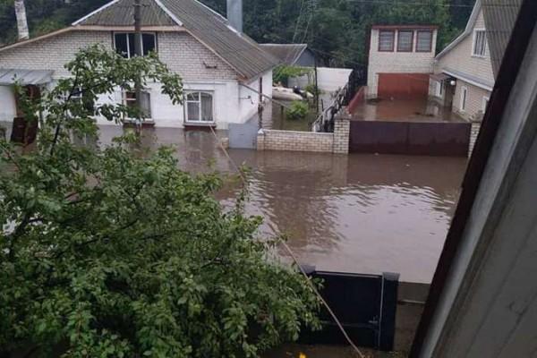 Затопило еще несколько улиц - Декабристов, Селюка