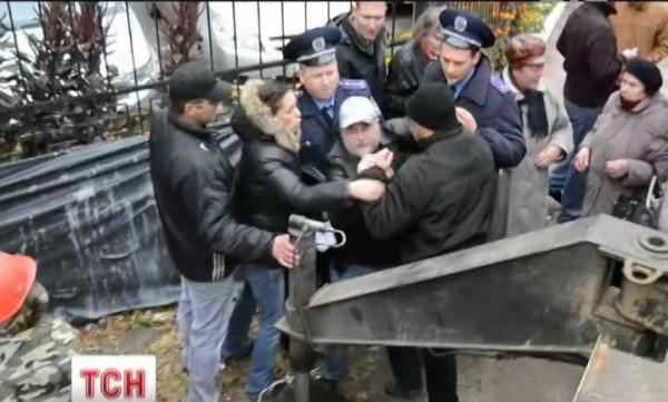 В ходе противостояния на улице Жилянской пострадал человек