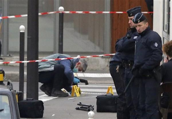 В результате обстрела погибли 12 сотрудников сатирического журнала