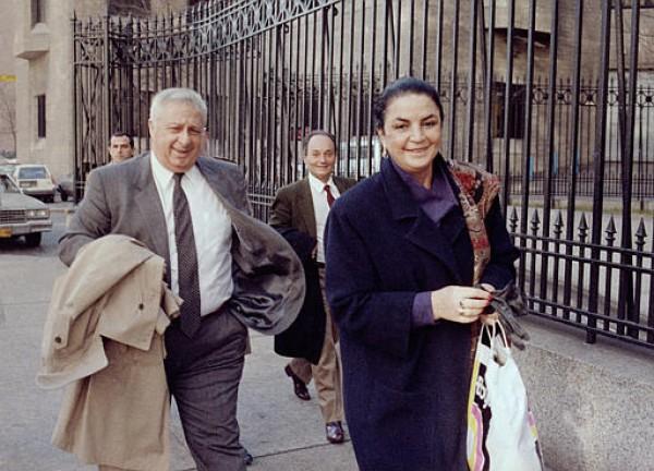 Умер Ариэль Шарон. Политик с женой Лили.