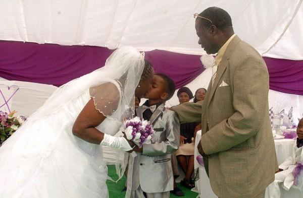 Свадьба 8 летнего мальчика и 61 женщины
