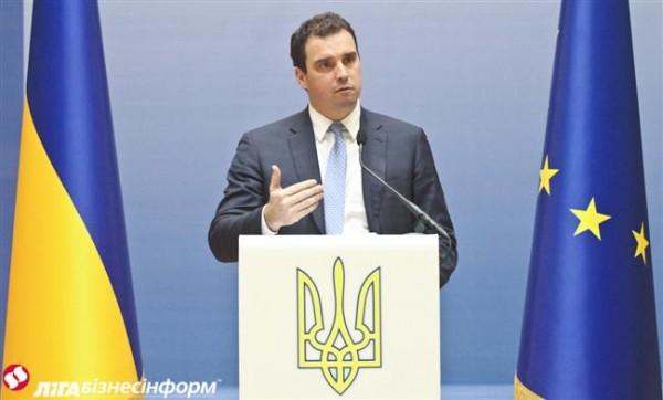 Порошенко призвал Абромавичуса неотказываться отдолжности министра